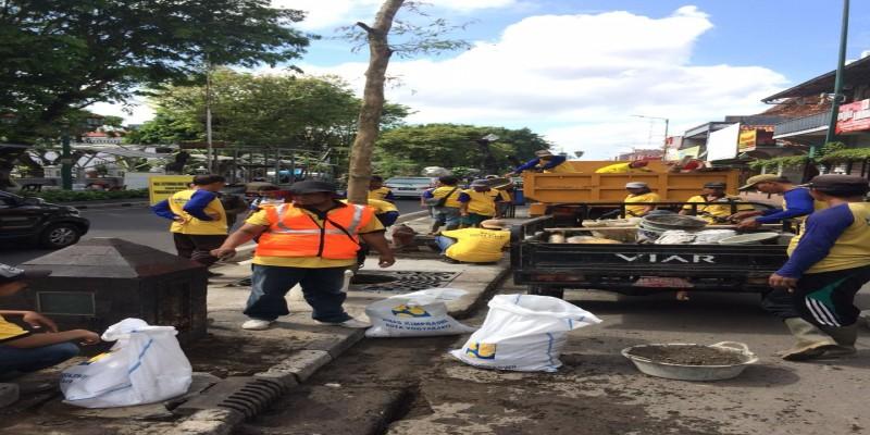 Pembersihan Saluran Drainase dan Inlet di Sepanjang Jalan Kawasan Malioboro